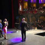 Business Profiler Nadia Redmer auf der Bühne eines Unternehmerkongresses